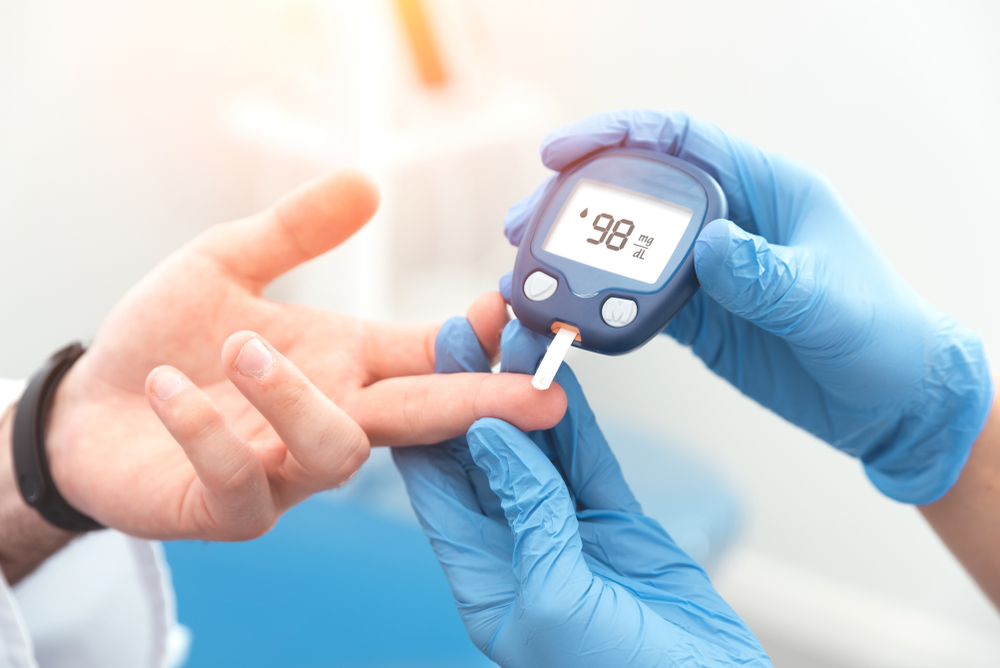 Doctor,Checking,Blood,Sugar,Level,With,Glucometer.,Treatment,Of,Diabetes